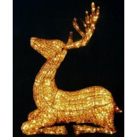 Золотой олень сидит